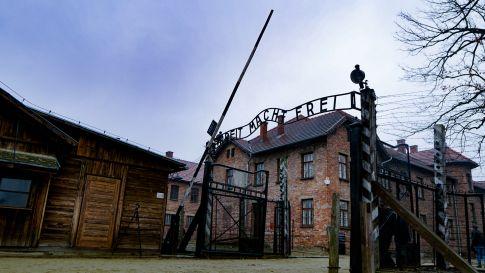 Auschwitz tour - Arbeit macht frei gate